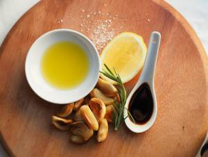 a1sx2_Thumbnail1_Garlic-and-Balsamic-Vinaigrette1.jpg