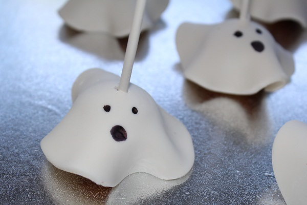 images/stories/recipes/Ghost cake pops.jpg