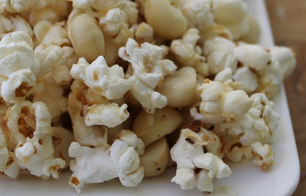 images/stories/recipes/Toasted Coconut and Macadamia Popcorn.jpg