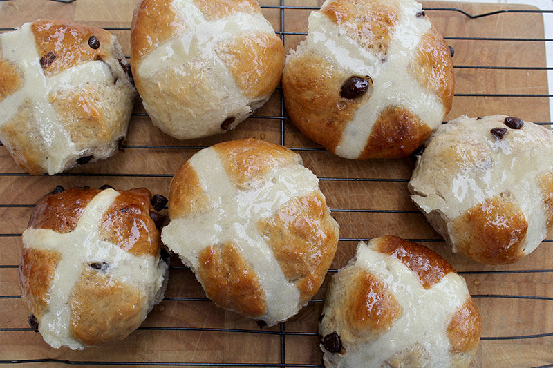 images/stories/recipes/hot-crossed-buns-raisin-and-chocolate-1.jpg